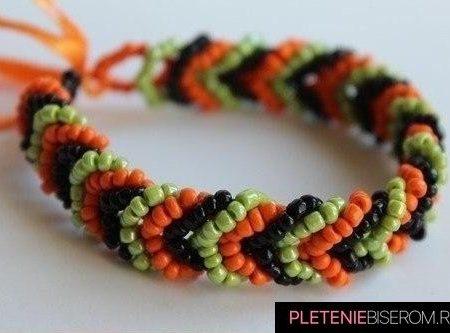 Цветной браслет из бисера