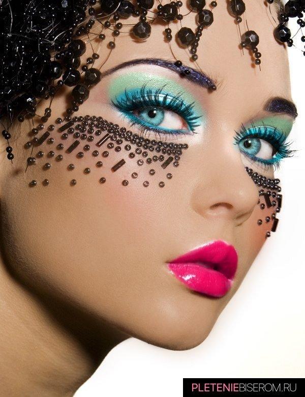 Оригинальный макияж с бисером 5