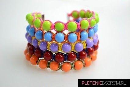 Радужный браслет из бусин