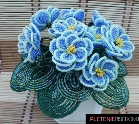 Голубая фиалка из бисера - схема плетения