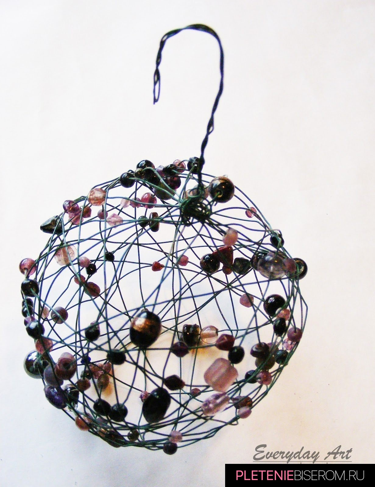 Новогодние шары из бисера и бусин: мастер-класс