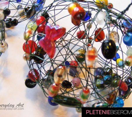 Яркие шары из бисера