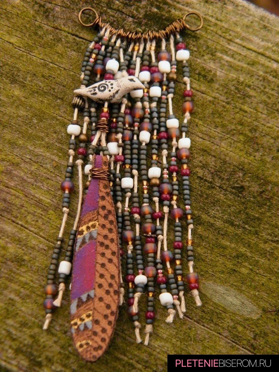 Кулон из бисера в этническом стиле