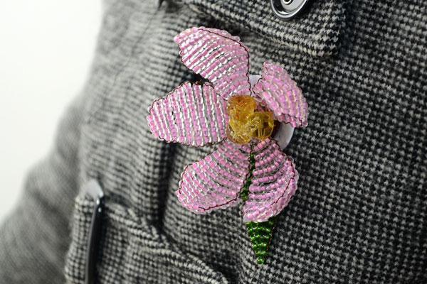 Цветок из бисера для броши