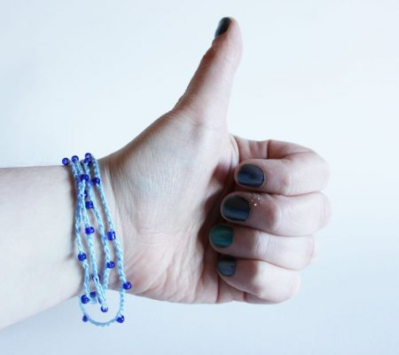 Простой браслет из бисера крючком своими руками