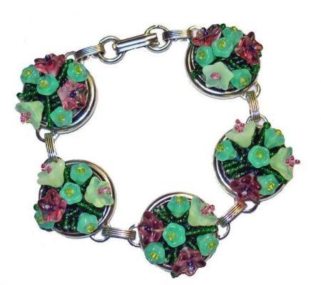 Цветочный вышитый браслет
