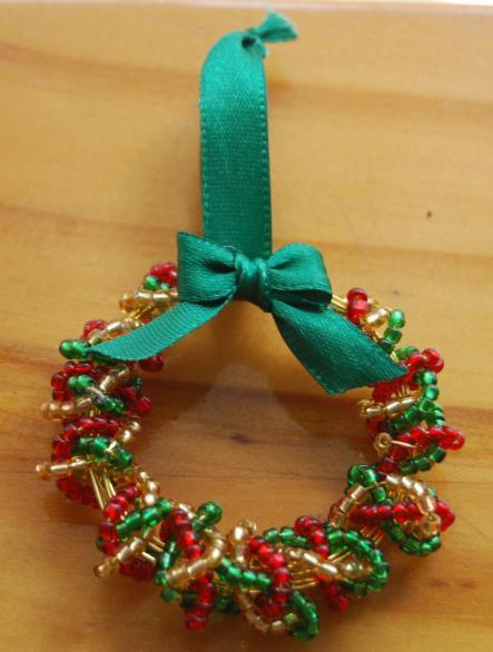 рождественский венок из бисера - схема плетения