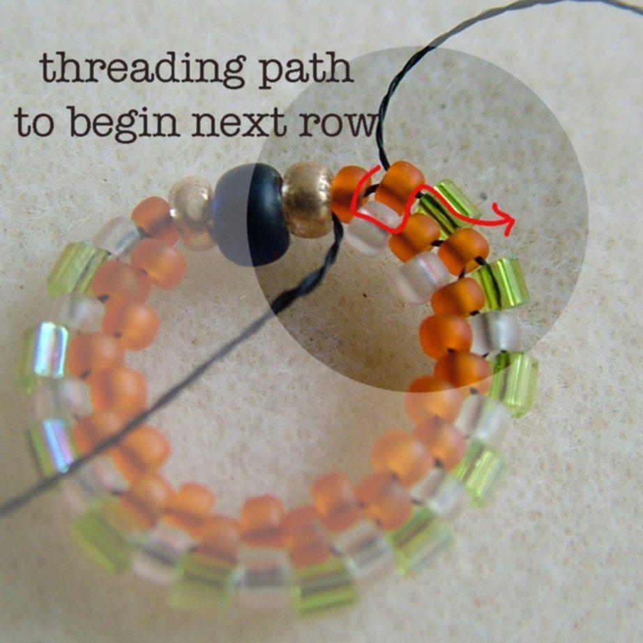 Серьги из бисера в технике кругового мозаичного плетения 6