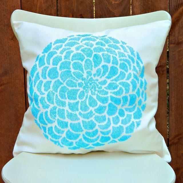 Вышитая бисером декоративная подушка
