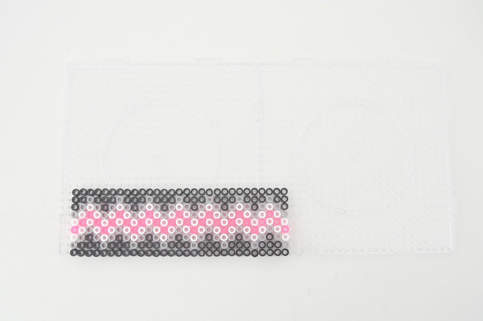 Ключница из perler beads-заполните пустоты черным бисером