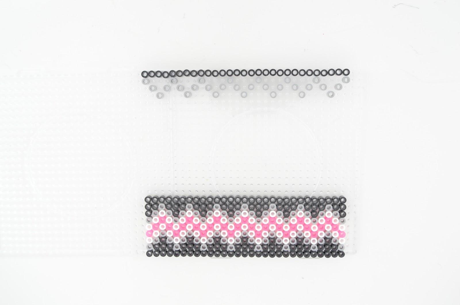 Ключница из perler beads-начало работы над верхним узором