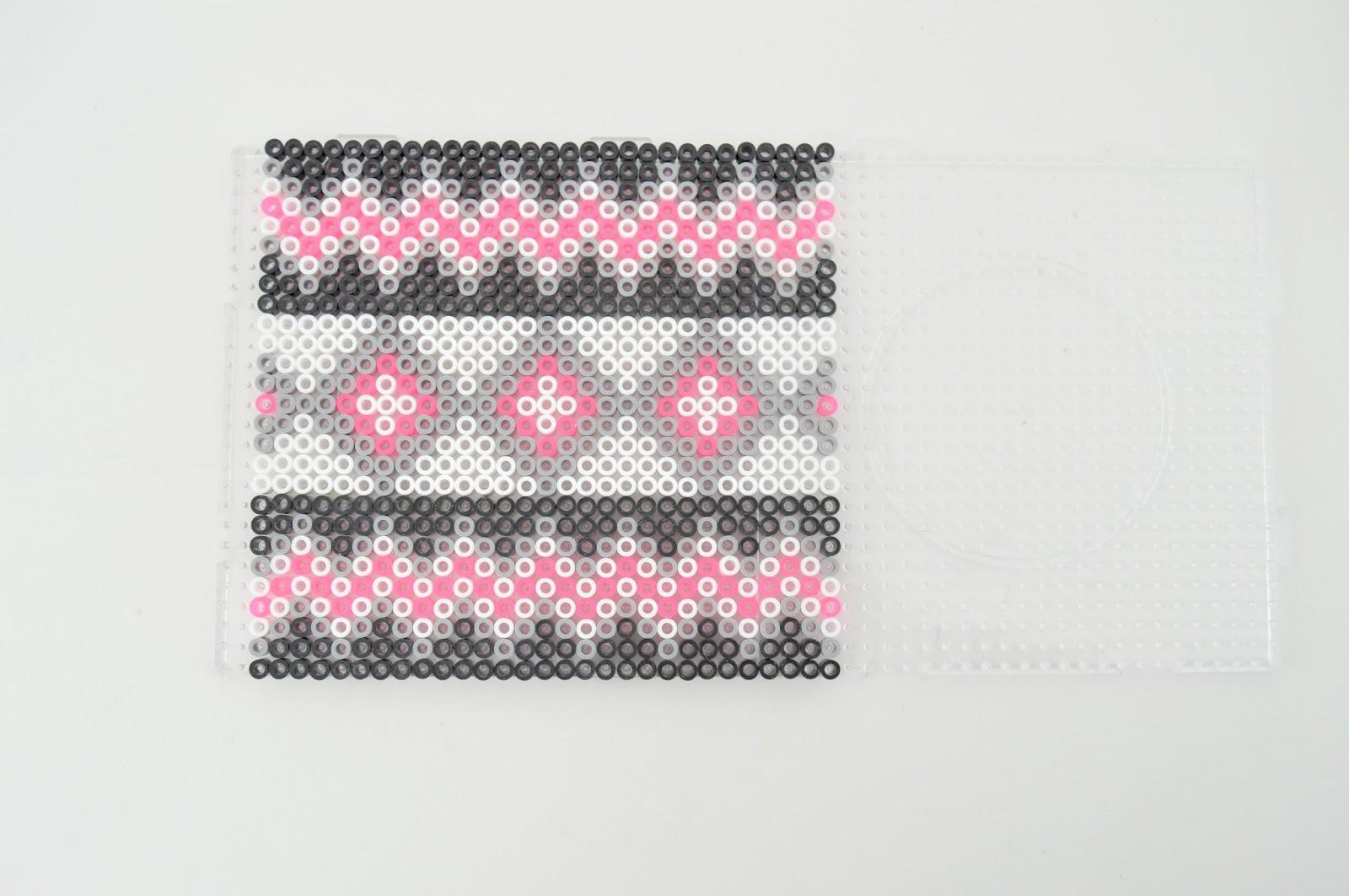 Ключница из perler beads-оформите середину
