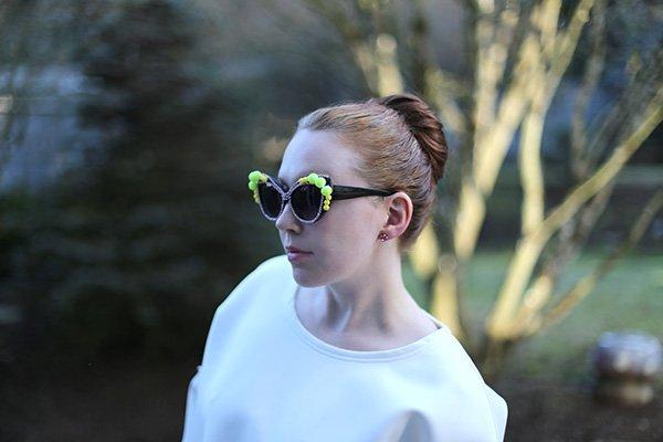 Украшение очков-очки на лице