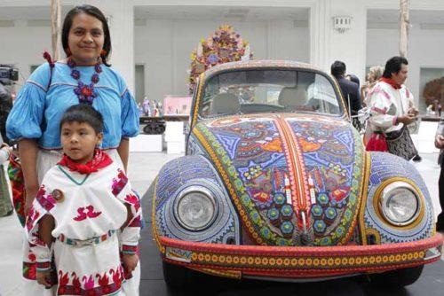 Мексиканцы фотографируются рядом