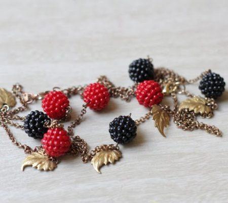 Колье с ягодами из бисера