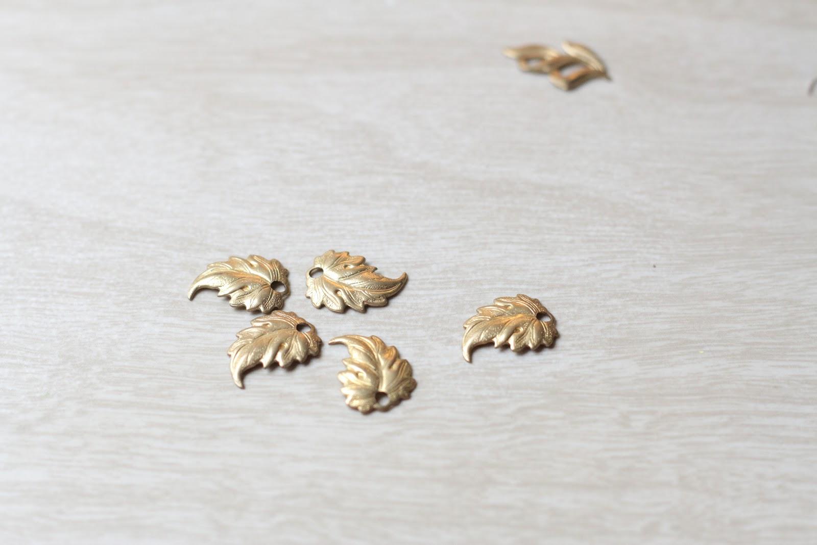 Колье с бусинами из бисера-листики