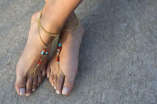 Слейв браслет из бисера и цепочки для ног своими руками