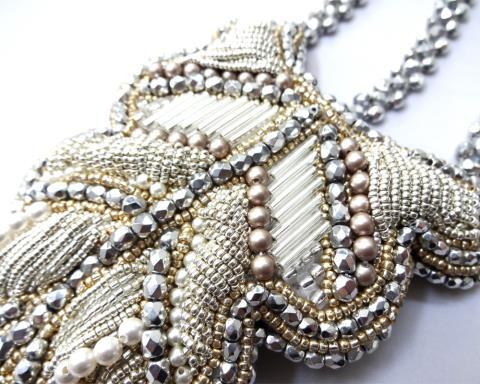 Свадебное украшение для волос-оформите середину и верх