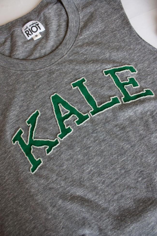 Вышивка бисером на футболке-обшейте буквы бисером