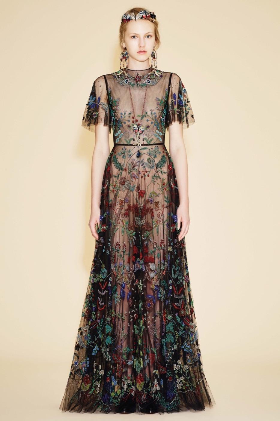 Узоры из бисера на платьях от Valentino Garavani