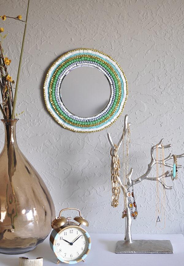 Как украсить зеркало бисером?