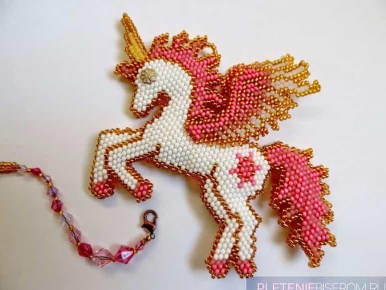 Пример кирпичной техники плетения бисером