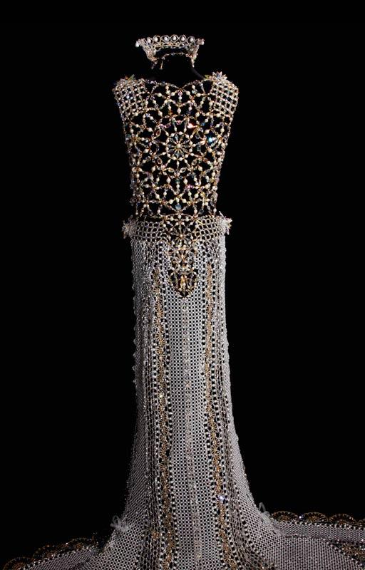 Свадебное платье из бисера от дизайнера Gail Be 3