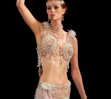 Свадебное платье из бисера от дизайнера Gail Be 1