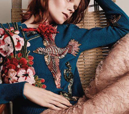 Вышивка бисером на пуловере Gucci