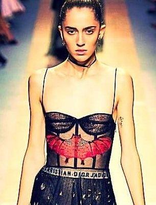 Расшитые бисером платья от Christian Dior